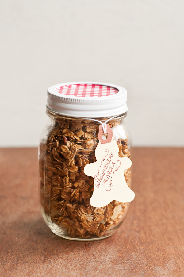 gingerbread-granola-in-jar