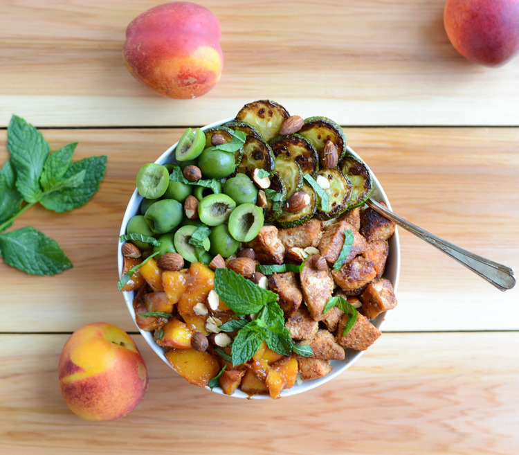 Moroccan+Chicken+Bowls+with+Nectarine+Sauce.+A+flavorful,+healthy+dinner+recipe